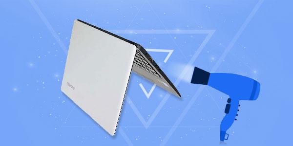 положить ноутбук на стол вверх ногами